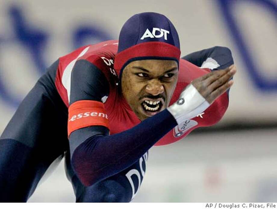 USA's Shani Davis competes in the 1000m men's World Cup speed skating race Saturday, Nov. 19, 2005, at the Utah Olympic Oval in Kearns, Utah. He finished in first place and set a new national record. (AP Photo/Douglas C. Pizac) Photo: DOUGLAS C. PIZAC
