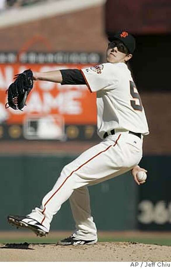 San Francisco Giants' Tim Lincecum pitches against the Philadelphia Phillies in the first inning of a baseball game in San Francisco, Sunday, May 6, 2007. (AP Photo/Jeff Chiu) EFE OUT Photo: Jeff Chiu