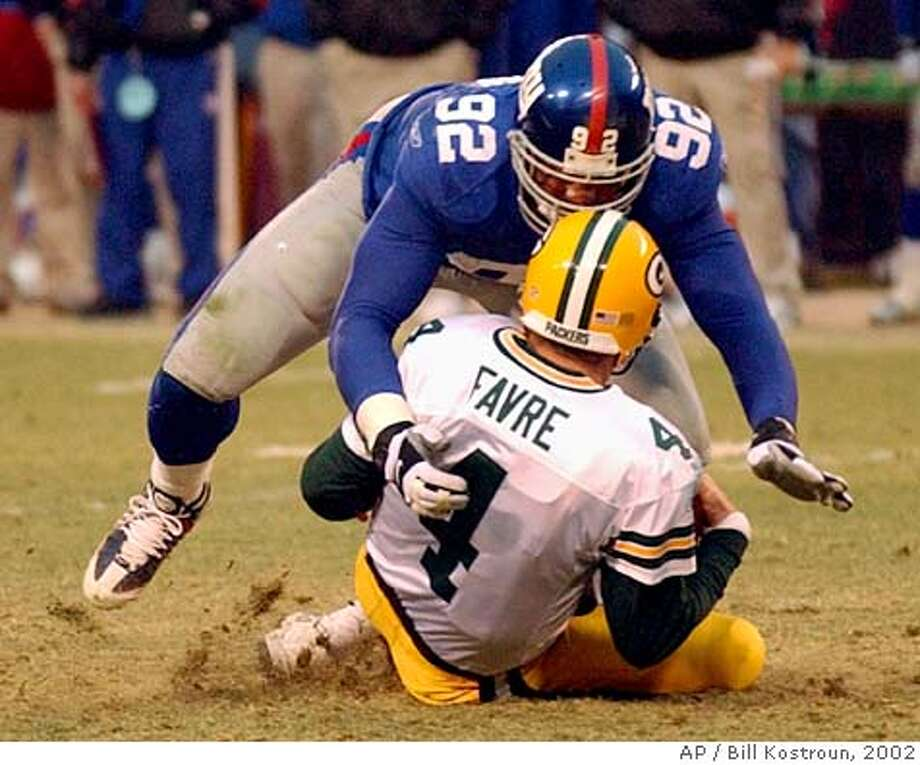 New York Giants defensive end Michael Strahan (92) sacks Green Bay Packers quarterback Brett Favre during the fourth quarter Sunday, Jan. 6, 2002, at Giants Stadium in East Rutherford, N.J. The sack gave Strahan 22.5 sacks for the season surpassing New York Jets Mark Gastineau's NFL record of 22 sacks. (AP Photo/Bill Kostroun) CAT DIGITAL IMAGE Photo: BILL KOSTROUN