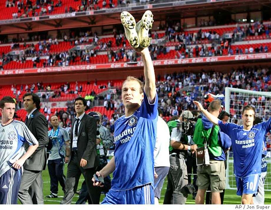 Chelsea's Arjen Robben waves as during a victory lap after the FA Cup final soccer match between Chelsea and Manchester United at Wembley Stadium in London, Saturday May 19, 2007. Chelsea won the match 1-0. (AP Photo/Jon Super) ** NO INTERNET/MOBILE USAGE WITHOUT FAPL LICENCE - SEE IPTC SPECIAL INSTRUCTIONS FIELD FOR DETAILS** NO INTERNET/MOBILE USAGE WITHOUT FOOTBALL ASSOCIATION PREMIER LEAGUE (FAPL) LICENCE . EMAIL info@football-dataco.com FOR DETAILS. FOR PUBLISHERS WEBSITES WHERE THE SOCCER CONTENT AND THE PRINTED VERSION OF THE NEWSPAPER ARE IDENTICAL, NO LICENCE IS NECESS Photo: Jon Super