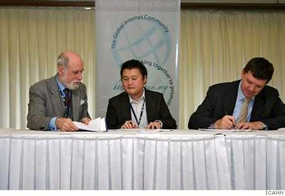 Dot Commencement: ICANN Chair Vint Cerf and CEO Paul Twomey sign the agreement creating the .asia top-level domain. Photo Courtesy ICANN