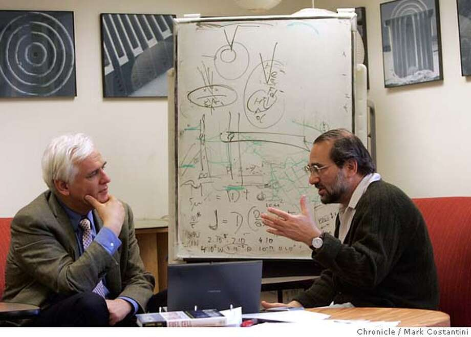 """Their alternative energy research is so funky, Stanford professors (L-R) Fritz Prinz and Arthur Grossman don�t think anyone in the world is doing anything quite like it. They want to interrupt the very basic process of photosynthesis, whereby plants take in light energy and convert it into biomass, and generate electricity. Cell by cell. It�s so kind of """"out there"""", they laugh self-deprecatingly when they discuss it. PHOTO: Mark Costantini / The Chronicle MANDATORY CREDIT FOR PHOTOGRAPHER AND SAN FRANCISCO CHRONICLE/NO SALES-MAGS OUT Photo: MARK COSTANTINI"""