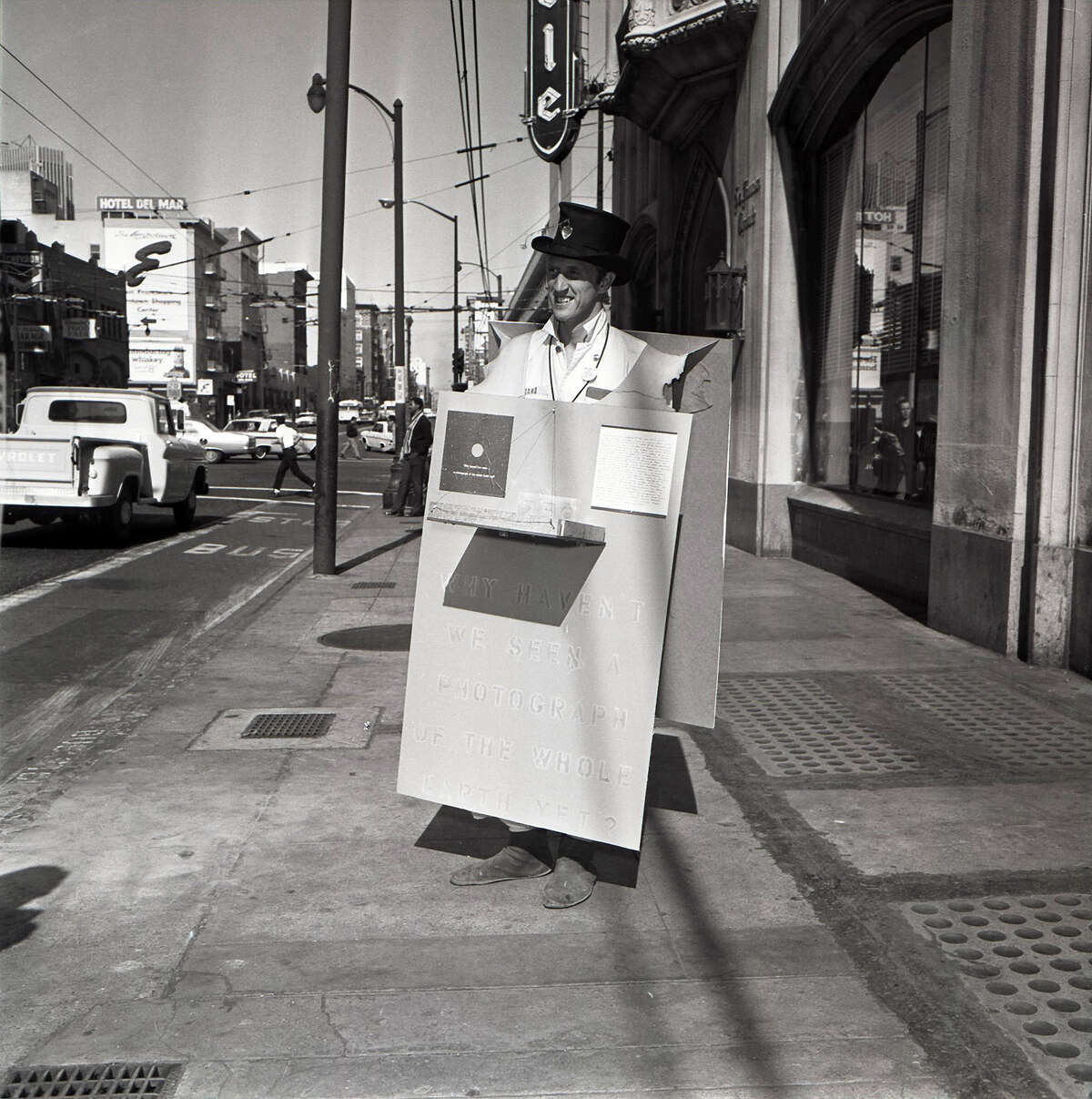 Stewart Brand, author and button salesman in San Francisco. Photo by The Chronicle
