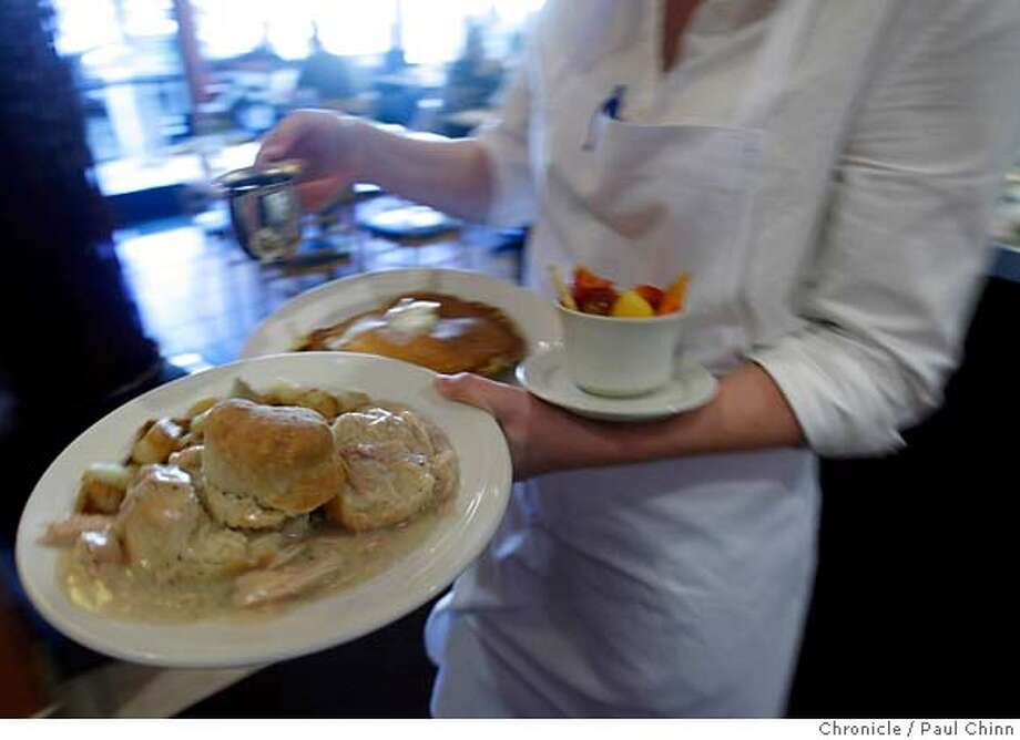 A waitress delivers meals to diners at Ella's restaurant at Presidio and California Streets in San Francisco, Calif. on Saturday, Nov. 18, 2006.  PAUL CHINN/The Chronicle MANDATORY CREDIT FOR PHOTOGRAPHER AND S.F. CHRONICLE/NO SALES - MAGS OUT Photo: PAUL CHINN