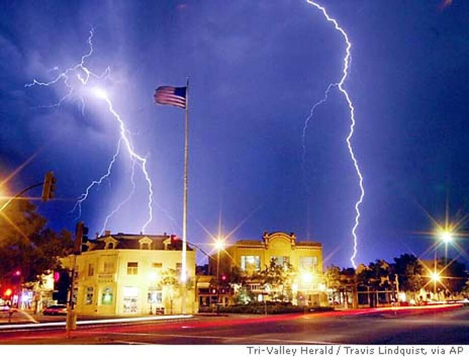 08/27/03 | Color | 3star | 60p x full | 1 | A-Section | yip6444 | LIGHTNING STRIKES Photo: TRAVIS LINDQUIST