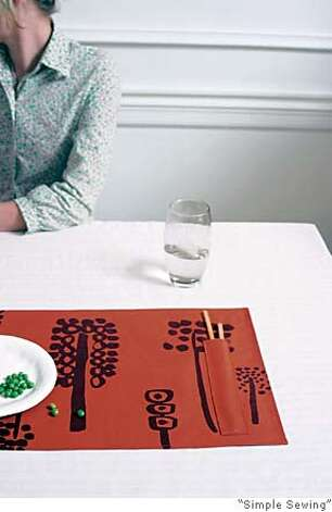 Placemat with chopsticks� holder Photo: Simple Sewing