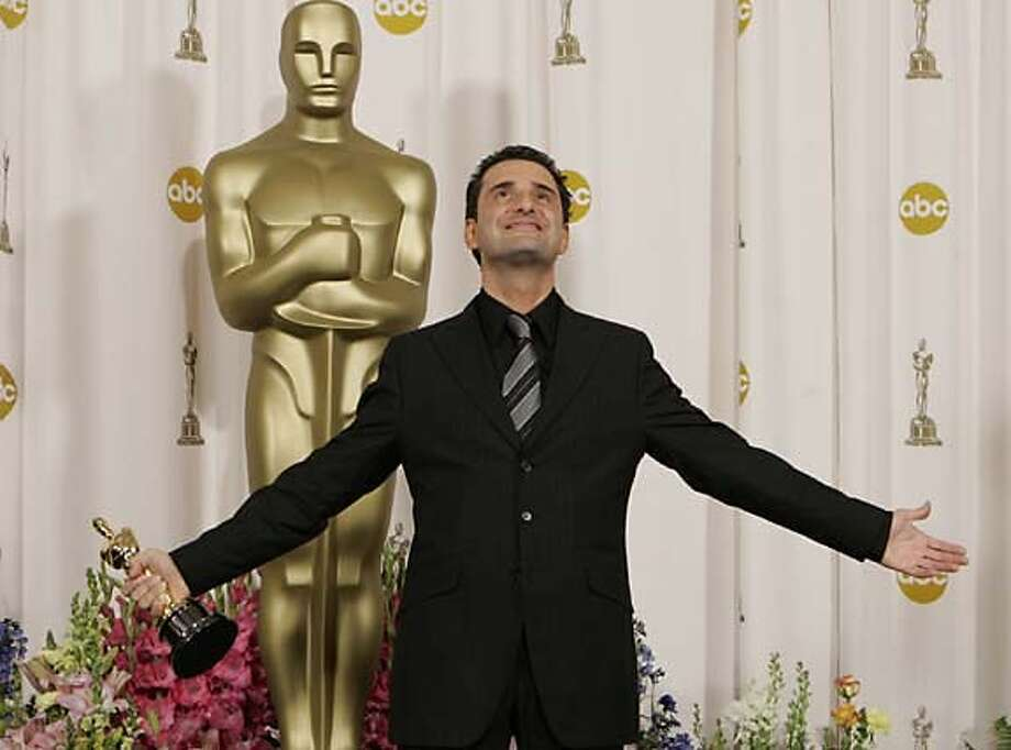 "Jorge Drexler poses with the Oscar for best original song for ""Al Otro Lado Del Rio"" from the motion picture ""The Motorcycle Diaries"" during the 77th Academy Awards Sunday, Feb. 27, 2005, in Los Angeles. (AP Photo/Laura Rauch) Photo: LAURA RAUCH"