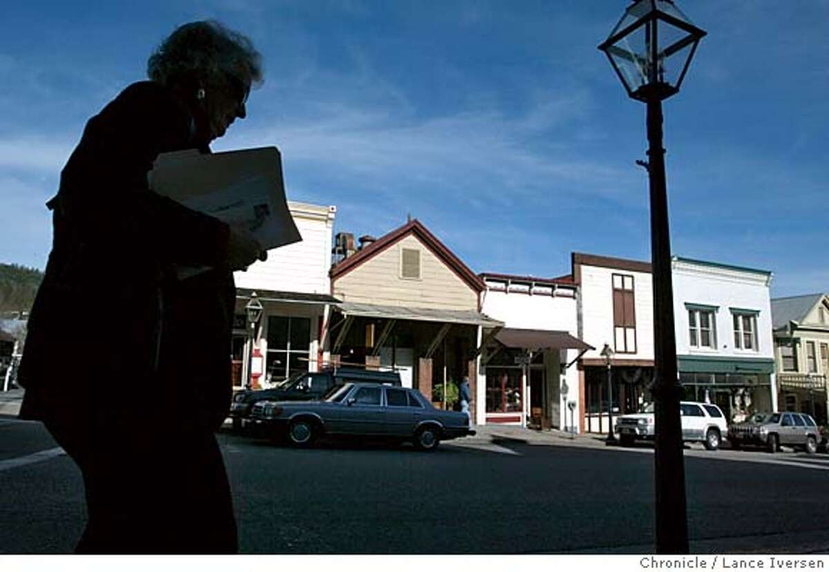 BOOKCITY4-C-27JAN03-DD-LI A unidentified lady carring books walks down Broad St in Nevada City which happens to have more book stores per capita than anywhere else in the country. By LANCE IVERSEN/SAN FRANCISCO CHRONICLE NORTHERN CA MANDATORY CREDIT PHOTOG & SF CHRONICLE/ -MAGS OUT
