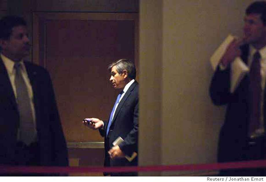 World Bank President Paul Wolfowitz (C) stands offstage as he waits for the start of the inaugural meeting of the Reformers Club in Washington April 13, 2007. REUTERS/Jonathan Ernst (UNITED STATES) 0 Photo: JONATHAN ERNST