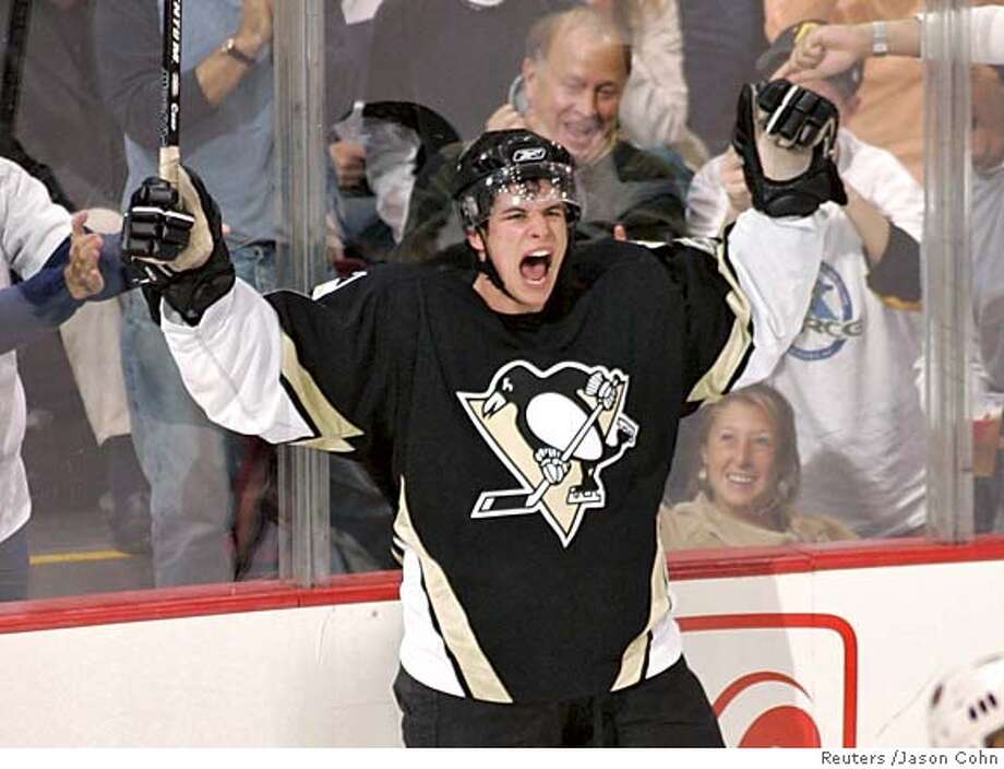 Pittsburgh Penguins' Sidney Crosby celebrates his first NHL goal against the Boston Bruins in the second period in Pittsburgh, Pennsylvania October 8, 2005. REUTERS/Jason Cohn 0 Photo: JASON COHN