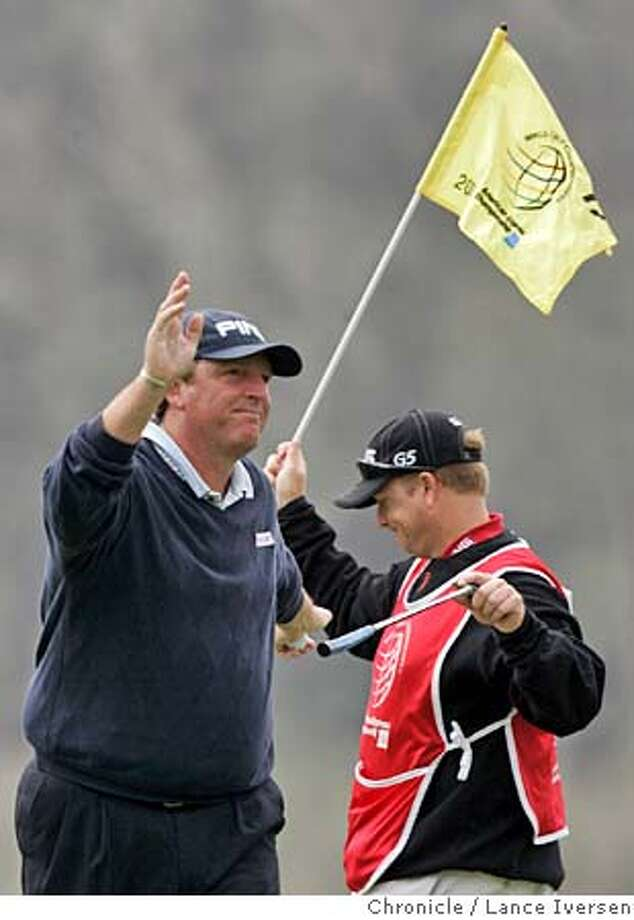 AMEXGOLF_0993.jpg_  Mark Calcavecchia thanks the galley for their support after sinking a birdie put on 17th hole. Second round of the American Express Championship got underway at San Francisco's Harding Park Thursday under a heavy blanket of fog. By Lance Iversen/San Francisco Chronicle MANDATORY CREDIT PHOTOG AND SAN FRANCISCO CHRONICLE. Photo: Lance Iversen