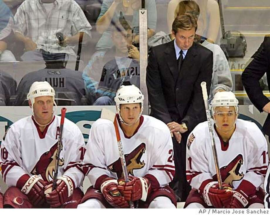 Phoenix Coyotes head coach Wayne Gretzky, standing, watches the game along with players, from left and sitting,Brett Hull, Chris McAllister and Krystofer Kolanos against the San Jose Sharksin the second period on Friday, Sept. 30, 2005, in San Jose, Calif. (AP Photo/Marcio Jose Sanchez) Photo: MARCIO JOSE SANCHEZ