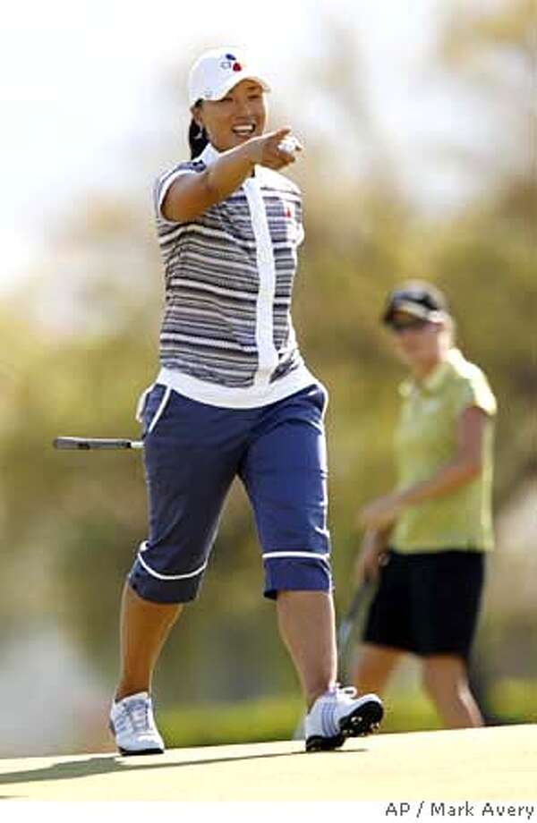 Se Ri Pak, of South Korea, smiles after sinking a birdie putt on the 18th hole during the third round of the LPGA Kraft Nabisco Championship golf tournament in Rancho Mirage, Calif., Saturday, March 31, 2007. Pak finished the day tied for first place at 4-under par. (AP Photo/Mark Avery) Photo: Mark Avery