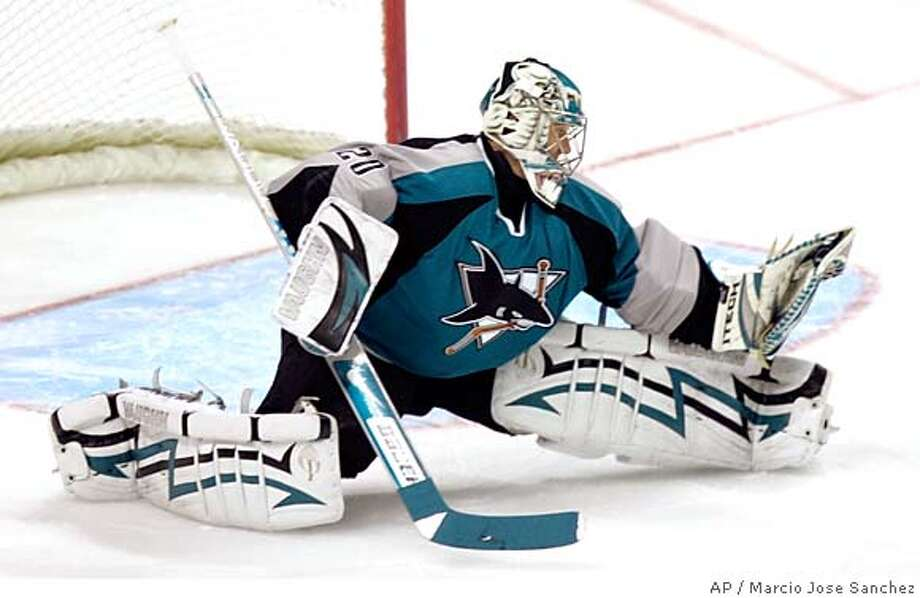 San Jose Sharks goalie Evgeni Nabokov, of Kazakhstan, stretches out to make a save against the Los Angeles Kings in the first period of a NHL hockey game in San Jose, Calif., Tuesday, March 27, 2007.(AP Photo/Marcio Jose Sanchez) Photo: Marcio Jose Sanchez