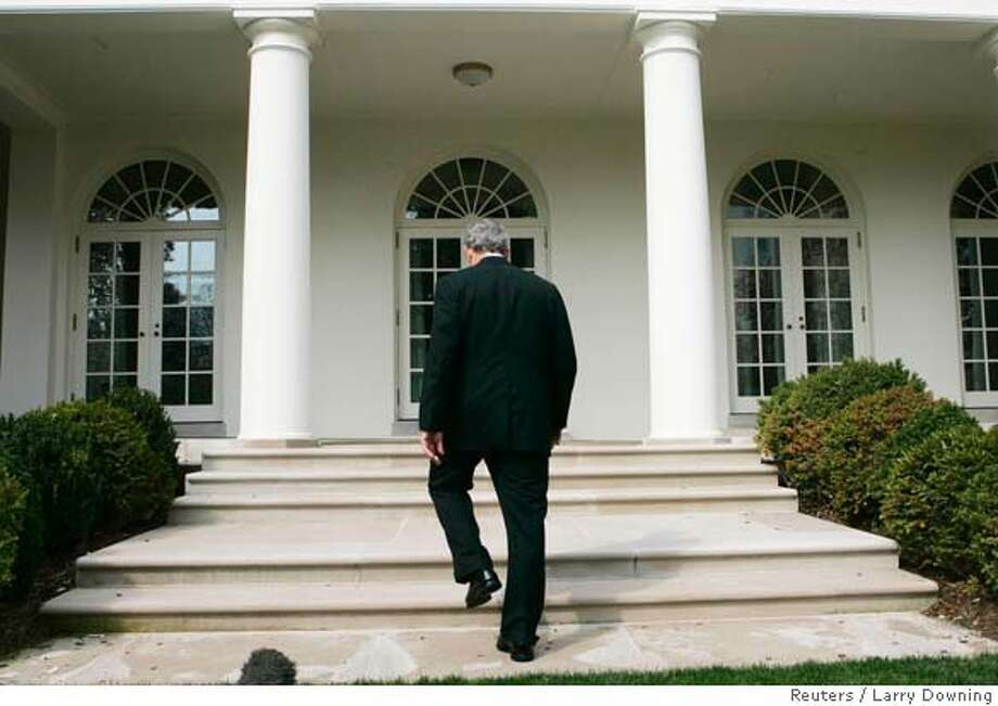 U.S. President George W. Bush walks towards the Oval Office after talking about Press Secretary Tony Snow's phone call to him on Tuesday morning informing Bush of his reoccurring cancer, at the White House in Washington March 27, 2007. REUTERS/Larry Downing (UNITED STATES) 0 Photo: LARRY DOWNING