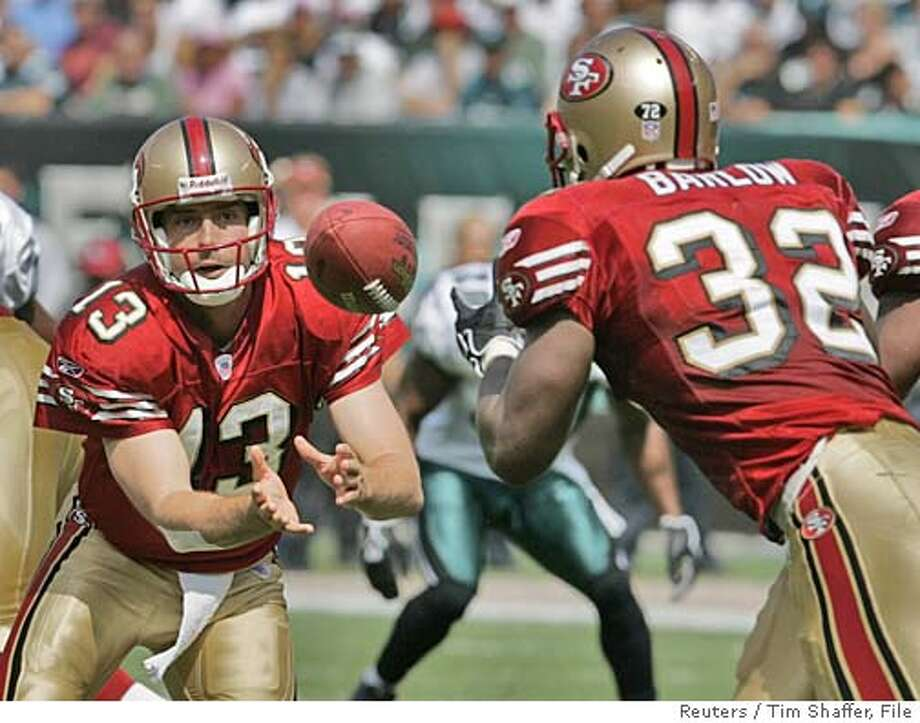 San Francisco 49ers quarterback Tim Rattay pitches the ball to 49ers running back Kevan Barlow (32) against the Philadelphia Eagles during the first quarter in Philadelphia September 18, 2005. REUTERS/Tim Shaffer 0 Photo: TIM SHAFFER