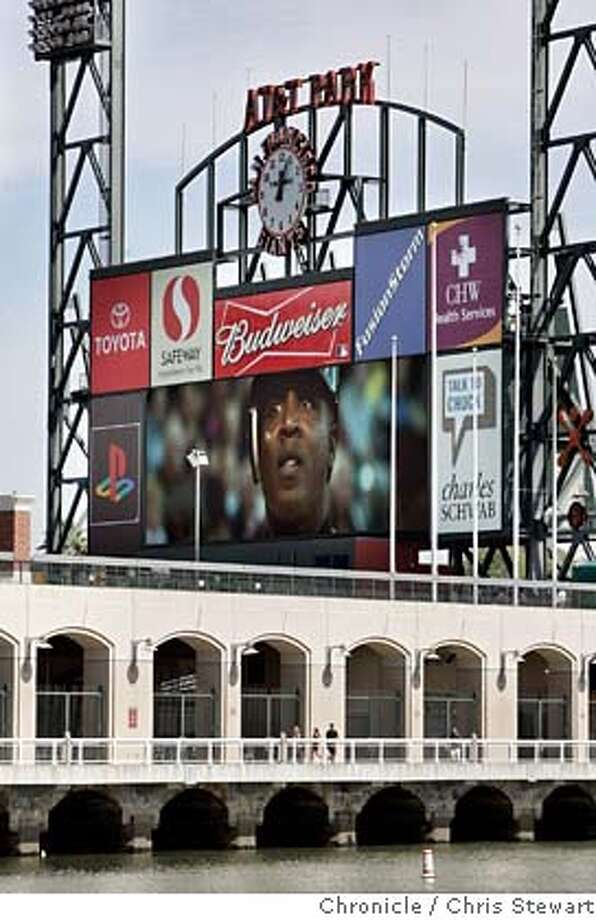 ballpark26_094_cs.jpg  The Giants and AT&T have installed a new Mitsubishi Electric Diamond Vision scoreboard at the San Francisco ball park. The high-definition, 103-yard-wide by 31 foot six inch-high scoreboard is one of the largest and most high-tech boards at a U.S. ball park. Photographed March 22, 2007.  Chris Stewart / The Chronicle San Francisco Giants, AT&T, scoreboard MANDATORY CREDIT FOR PHOTOG AND SF CHRONICLE/NO SALES-MAGS OUT Photo: Chris Stewart