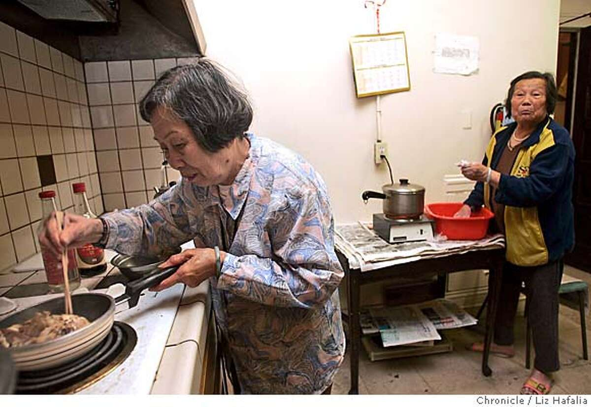 CHINATOWN20_014_LH.JPG This one working stove is shared by 30 units in the complex. Wen Hua Lin, 77 years old, makes herself some lunch. A Chinatown group reports on rampant substandard living conditions in the neighborhood�s rental housing. Photographed by Liz Hafalia on 9/20/05 in San Francisco, California. SFC Creditted to the San Francisco Chronicle/Liz Hafalia