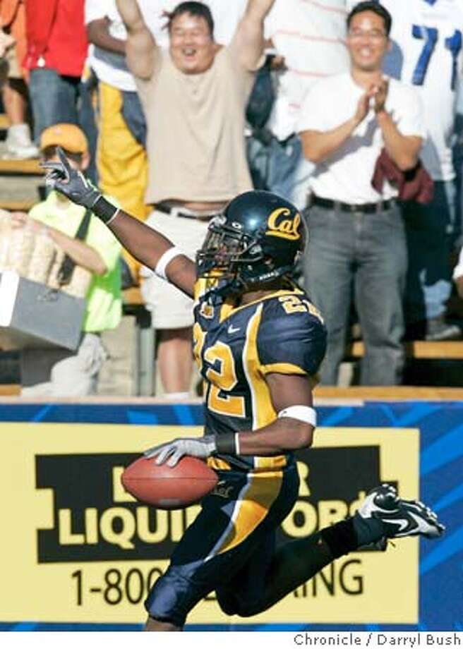calfootball_014_db.jpg  California Golden Bears Tim Mixon celebrates after running for a punt return touchdown in the 4th qtr. as Illinois vs. Illinois at Memorial Stadium.  Event on 9/17/05 in Berkeley.  Darryl Bush / The Chronicle
