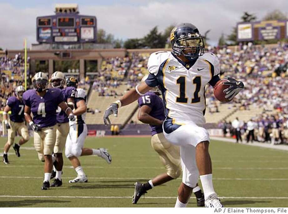 California's Robert Jordan (11) heads into the end zone on a 9-yard touchdown pass completion in the first quater against Washington Saturday, Sept. 10, 2005, in Seattle. (AP Photo/Elaine Thompson) Photo: ELAINE THOMPSON