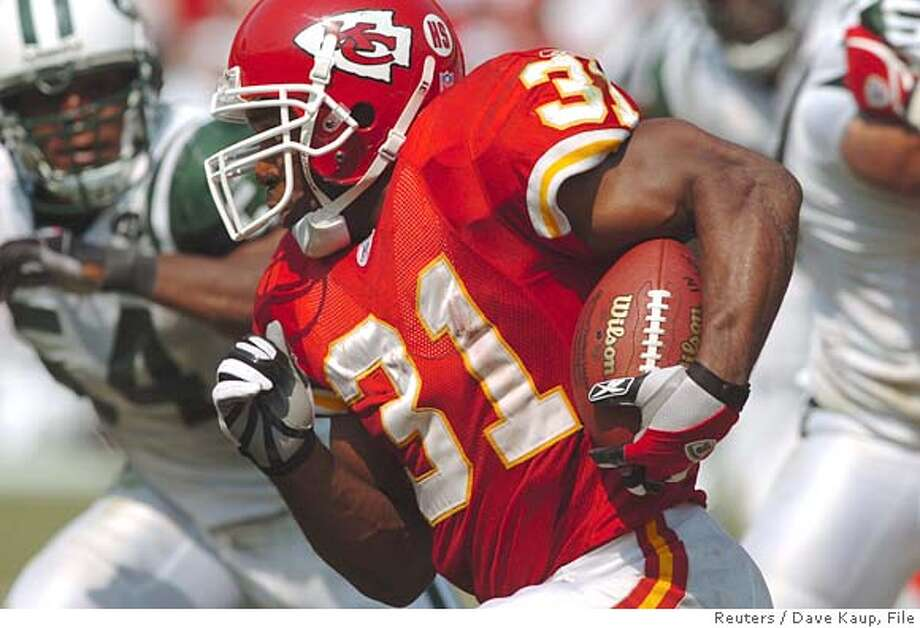 Kansas City Chiefs running back Priest Holmes makes a fourth quarter gain against the New York Jets at Arrowhead Stadium in Kansas City, Missouri, September 11, 2005. The Chiefs won 27-7 during the season opener. REUTERS/ Dave Kaup 0 Photo: DAVE KAUP