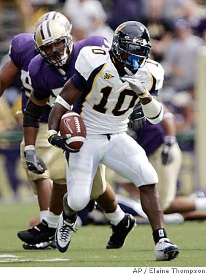 California running back Marshawn Lynch (10) breaks through for a 25-yard gain in the first half against Washington, Saturday, Sept. 10, 2005, in Seattle. Lynch left Saturday's game after injuring his left little finger on the Golden Bears' first offensive play of the second half. California won, 56-17. (AP Photo/Elaine Thompson) Photo: ELAINE THOMPSON