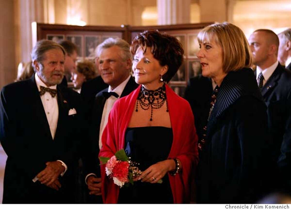 ROSENBERG12_0016_kk.JPG Left to right, Tad Taube, Polish President Aleksander Kwasniewski, first lady Jolanta Kwasniewska and Pamela Rosenberg. Rosenberg gives a tour of the opera house on the way to a private reception before the performance. A day in the life of outgoing San Francisco Opera General Director Pamela Rosenberg. We go backstage with Rosenberg as she gets makeup, greets operagoers and goes backstage before the performance. After the opera she attends the gala. NOTE: This assignment was shot simultaneously with SFOPERA12 for Bigelow. Additional files can be found there.) San Francisco Chronicle Photo by Kim Komenich 9/10/05