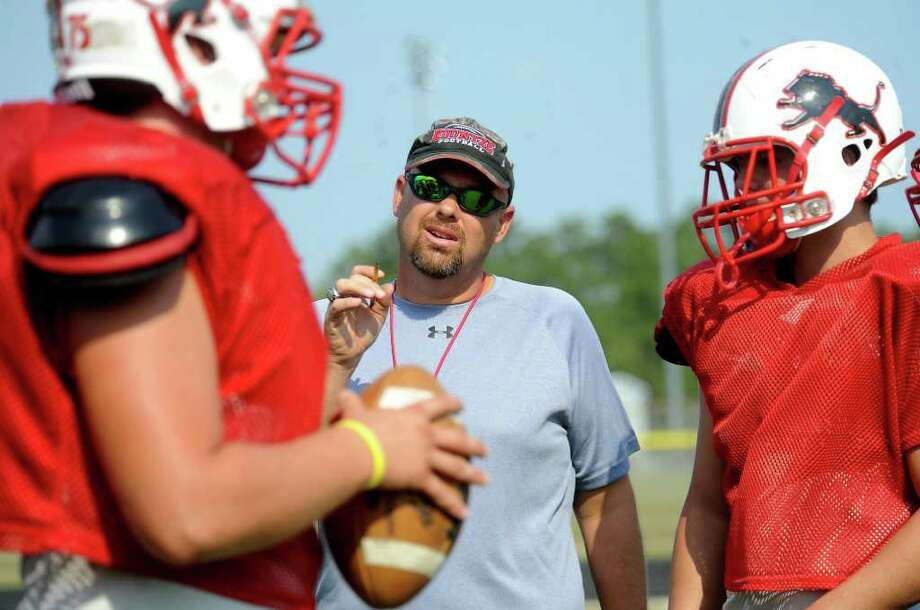 Lance Dale coaches the offense at Kountze High School in Kountze, Wednesday, September 14, 2011. Tammy McKinley/The Enterprise Photo: TAMMY MCKINLEY