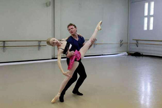 "Sarah Aujon and Ian Morris prepare for ""Off Center."" Photo: Lisa Krantz / @San Antonio Express-News"