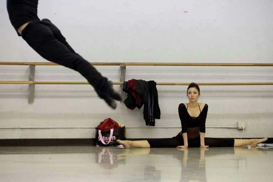 """Saki Yabumoto watches Jayson Pescasio as they rehearse with Ballet San Antonio for """"Off Center."""" Photo: Lisa Krantz, San Antonio Express-News / @San Antonio Express-News"""