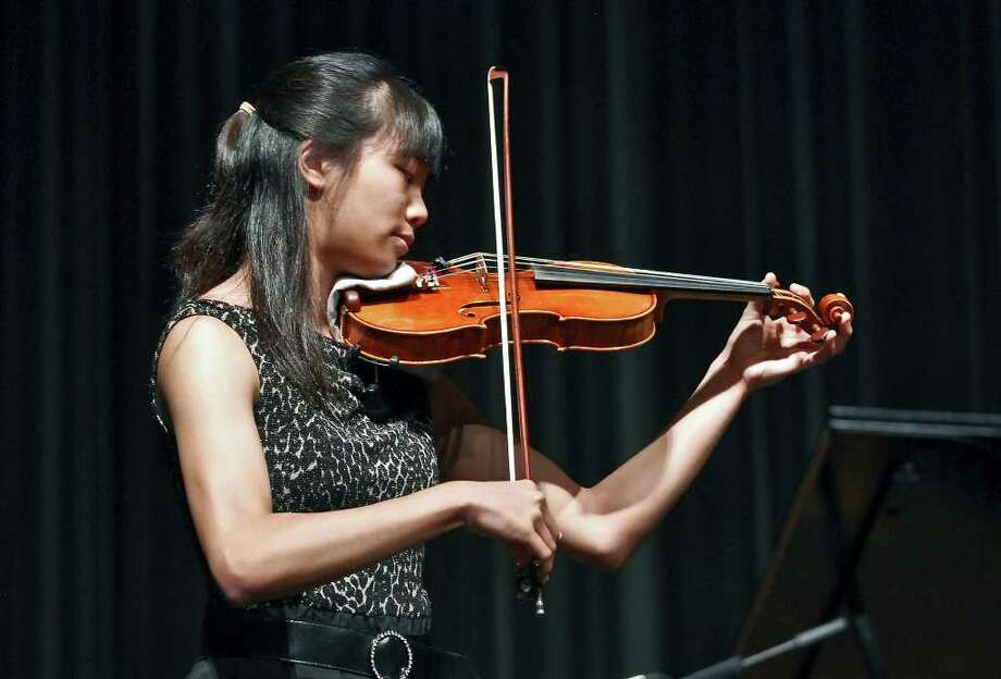 Violinist Nancy Zhou Photo: Ulysses S. Romero