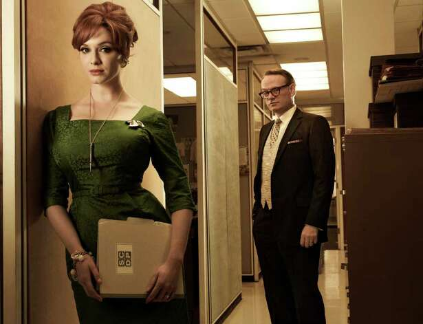 Joan Harris (Christina Hendricks) and Lane Pryce (Jared Harris) - Mad Men - Season 5 - Gallery - Photo Credit: Frank Ockenfels/AMC Photo: Frank Ockenfels/AMC / Copyright: AMC 2012