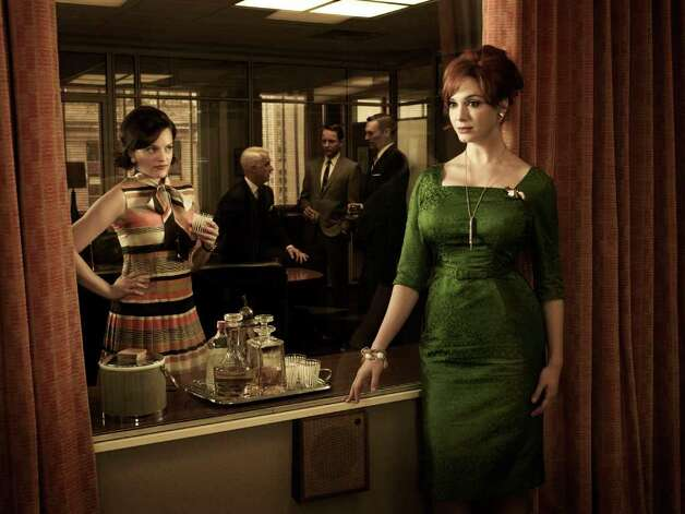 (Front) Peggy Olson (Elisabeth Moss) and Joan Harris (Christina Hendricks- (Back) Roger Sterling (John Slattery), Pete Campbell (Vincent Kartheiser) and Don Draper (Jon Hamm) - Mad Men - Season 5 - Gallery - Photo Credit: Frank Ockenfels/AMC Photo: Frank Ockenfels/AMC / Copyright: AMC 2012