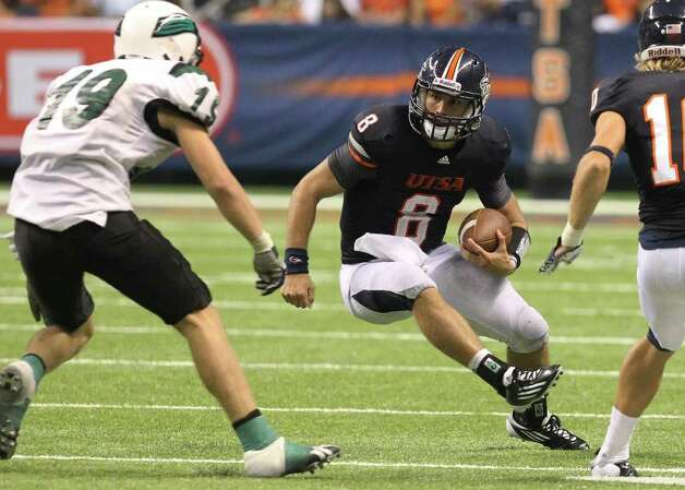UTSA quarterback Eric Soza (08) scrambles to avoid a tackle by Northeastern State's Ryan Keenom (19) in the second half at the Alamodome on Saturday, Sept. 3, 2011. UTSA defeated Northeastern State, 31-3. Kin Man Hui/kmhui@express-news.net Photo: Kin Man Hui, SAN ANTONIO EXPRESS-NEWS / SAN ANTONIO EXPRESS-NEWS (NFS)