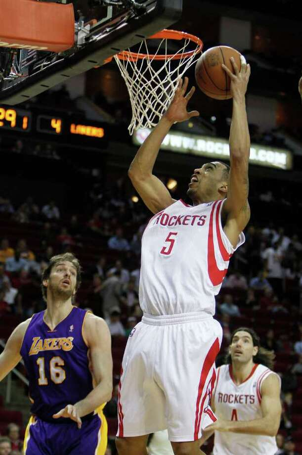 The Houston Rockets Courtney Lee shoots the ball against the Los Angeles Lakers during first the quarter of NBA game action at the Toyota Center Tuesday, March 20, 2012, in Houston. Photo: James Nielsen, Chronicle / © 2012 Houston Chronicle