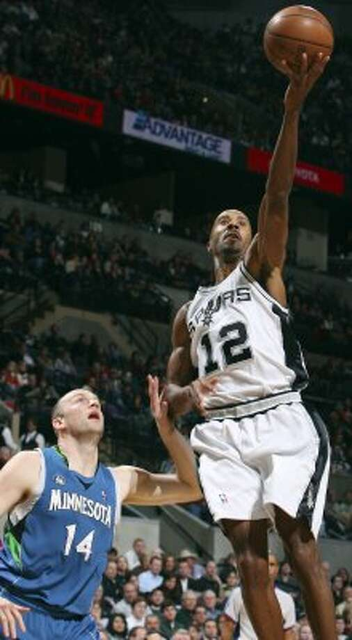FOR SPORTS - Spurs' Bruce Bowen shoots over Timberwolves' Brian Cardinal during second half action Tuesday Dec. 23, 2008 at the AT&T Center. The Spurs won 99-93. (PHOTO BY EDWARD A. ORNELAS/eornelas@express-news.net) (SAN ANTONIO EXPRESS-NEWS)