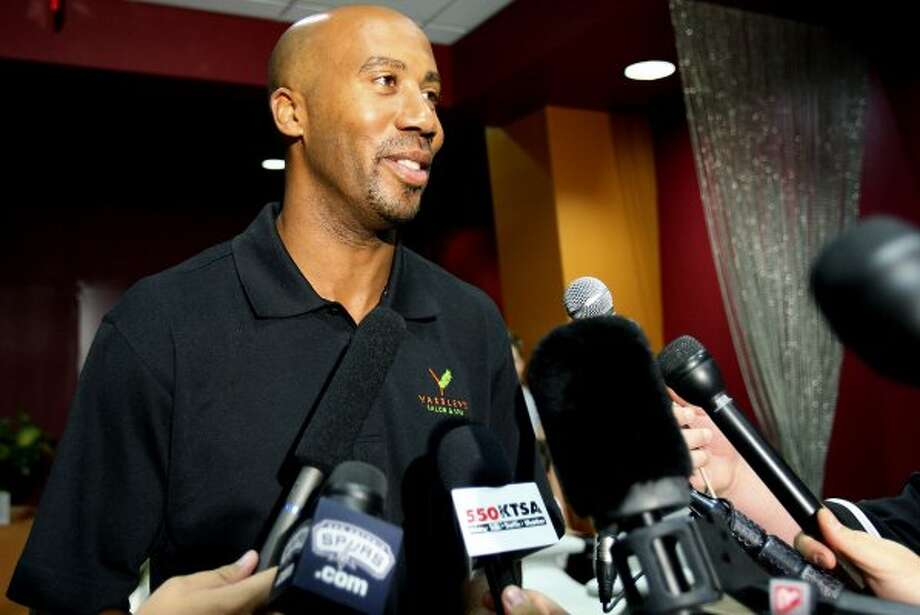 FOR SPORTS - Former Spurs' player Bruce Bowen announces his retirement from the NBA at a news conference at the Yardley's Salon and Spa, the business he owns with his wife, Yardley, Thursday Sept. 3, 2009. (PHOTO BY EDWARD A. ORNELAS/eaornelas@express-news.net) (SAN ANTONIO EXPRESS-NEWS)