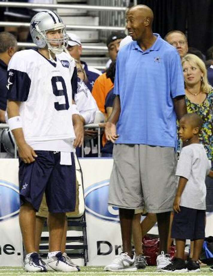 FOR SPORTS - Dallas Cowboys' Tony Romo talks with former Spurs player Bruce Bowen during afternoon practice at Cowboys Training Camp Sunday July 25, 2010 at the Alamodome. (PHOTO BY EDWARD A. ORNELAS/eaornelas@express-news.net) (SAN ANTONIO EXPRESS-NEWS)