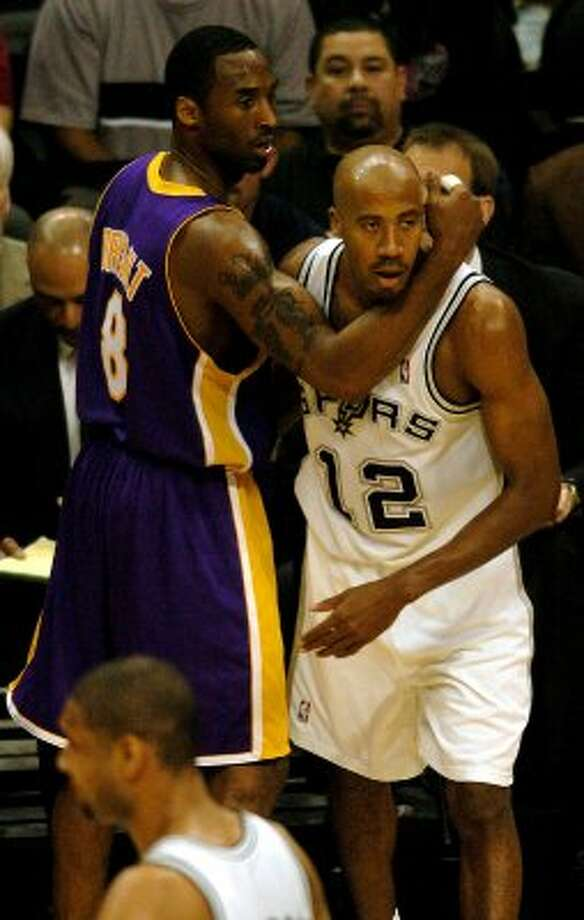 Lakers Kobe Bryant and Spurs Bruce Bowen get tangled up during 1st quarter action in game 2 of the Western Conference semifinals at the SBC Center on Wednesday, May 5, 2004.  (Kin Man Hui/staff) (SAN ANTONIO EXPRESS-NEWS)