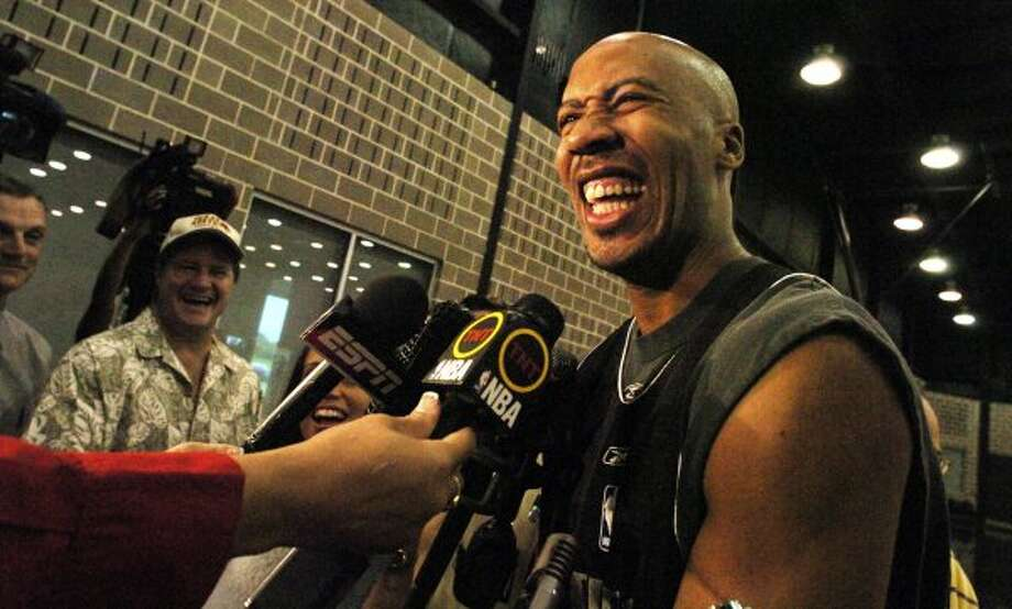 SPORTS / LUDDEN: The Spurs' Bruce Bowen was in pretty high spirits considering the team's 3-0 record against the Phoenix Suns in the Western Conference Finals. Bowen was talking to the media at practice at the Spurs training facility on Sunday May 29, 2005. The Spurs will face Phoenix   tomorrow (Monday May 30) as the playoffs continue. JOHN DAVENPORT / STAFF (SAN ANTONIO EXPRESS-NEWS)