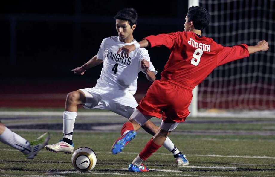 Judson's Andrew Gomez takes a shot through Steele's James Montalbo's legs as the Knighs host the Rockets on Tuesday, March 20, 2012. Photo: TOM REEL, San Antonio Express-News / San Antonio Express-News