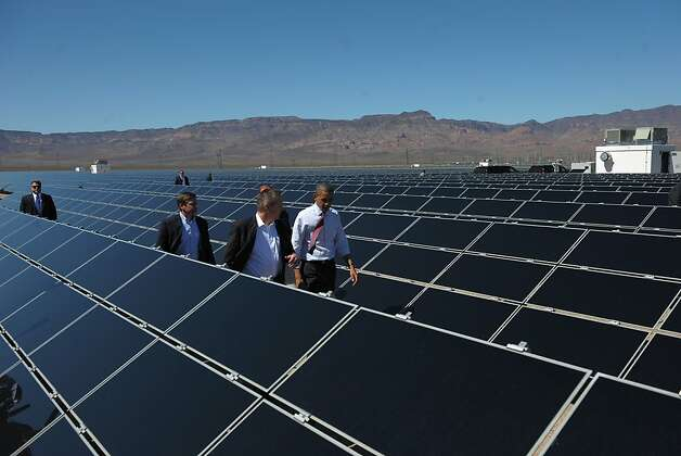 US President Barack Obama (C) tours the Copper Mountain Solar Project, the largest photovoltaic plant operating in the country, March 21, 2012 in Boulder City, Nevada. Photo: Mandel Ngan, AFP/Getty Images