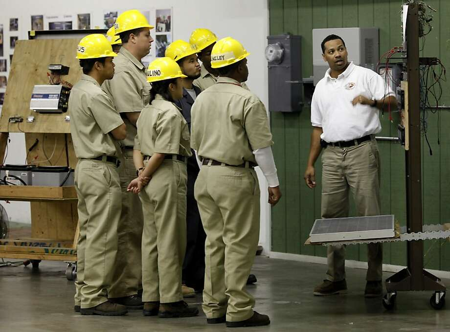Eric Shanks (right) teaches a class in basic electricity and solar Thursday February 10, 2011. Cypress Mandela, a job training program in Oakland, Calif., has trained hundreds of men and women in construction, electrical, computer and even green solar skills. Federal job training funds may be in jeopardy in the Republican-ruled House of Representatives. Photo: Brant Ward, The Chronicle