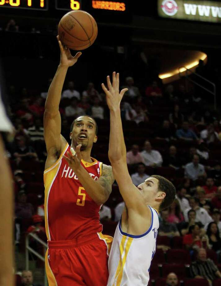 The Houston Rockets Courtney Lee left, shoots over the Golden State Warriors Klay Thompson during the first quarter of NBA game action at the Toyota Center Thursday, March 22, 2012, in Houston. Photo: James Nielsen, Chronicle / © 2012 Houston Chronicle