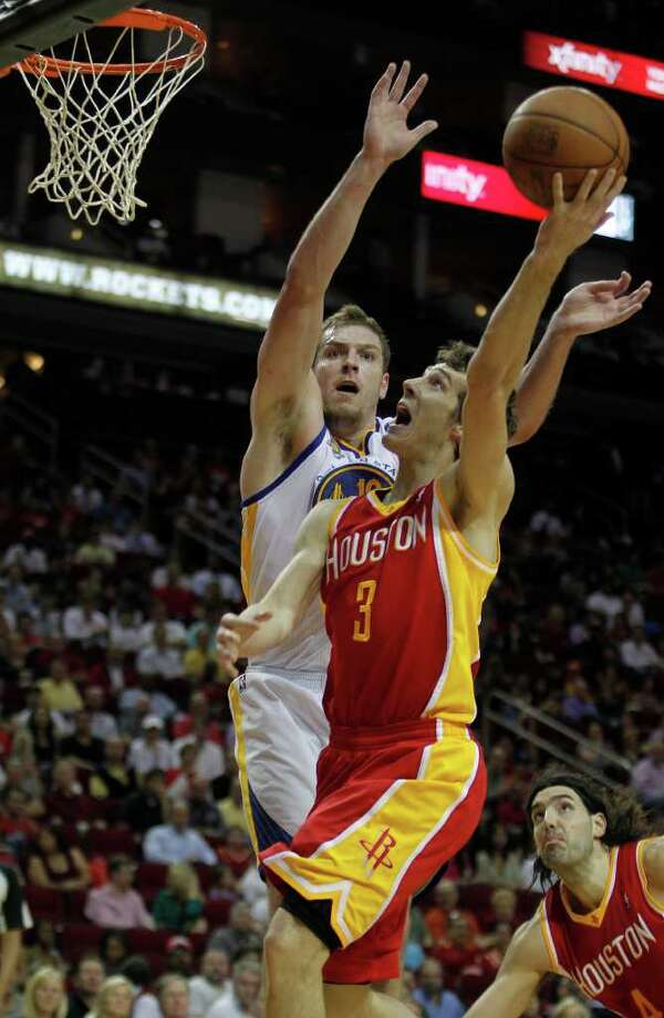 The Houston Rockets Goran Dragic right, shoots over the Golden State Warriors David Lee left, during the second quarter of NBA game action at the Toyota Center Thursday, March 22, 2012, in Houston. Photo: James Nielsen, Chronicle / © 2012 Houston Chronicle