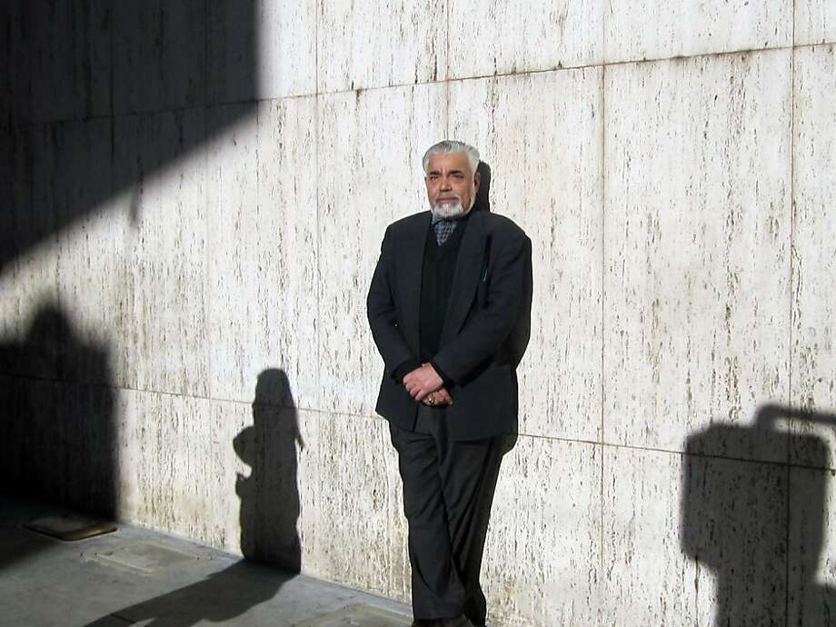 On Stockton Street, man leaning against wall. Photo: Will Hearst, The Chronicle