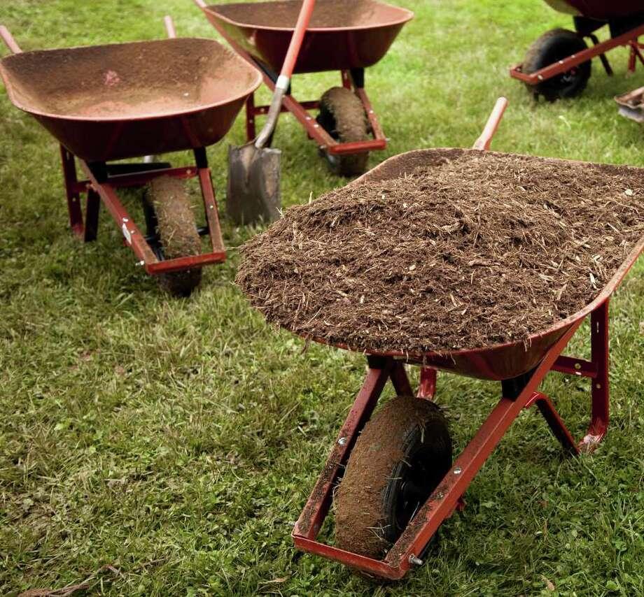 Haul out the wheelbarrow and get gardening. (Fotolia) / lindahughes - Fotolia