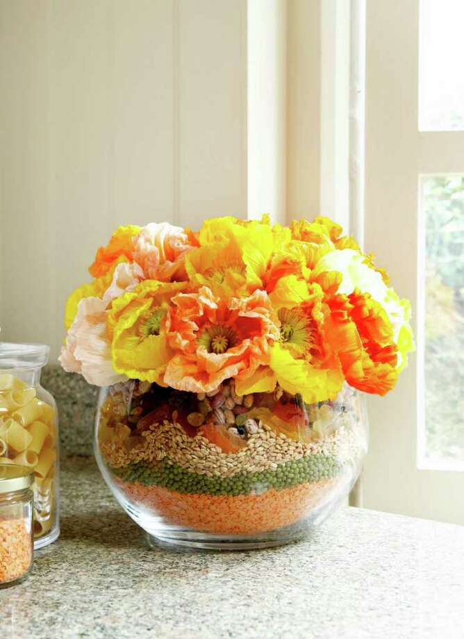 This bright arrangement is perfect for a countertop display. Photo: Rachel Whiting