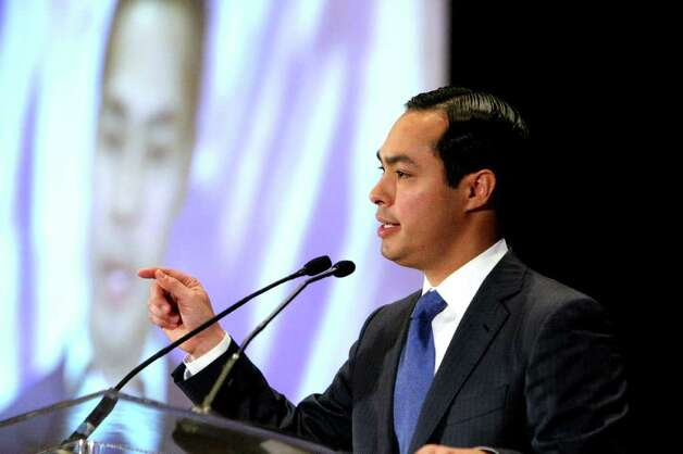 Mayor Julian Castro presents his annual State of the City address to San Antonio's chambers of commerce on Friday March 23, 2012. Photo: HELEN L. MONTOYA, San Antonio Express-News / ©SAN ANTONIO EXPRESS-NEWS