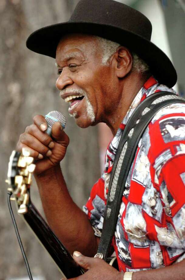 Capital Region blues legend Ernie Williams performs on in August 2006 at Saratoga Race Course in Saratoga Springs, N.Y. (Cindy Schultz/Times Union archive) Photo: CINDY SCHULTZ / ALBANY TIMES UNION